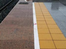 火车站,枫叶红石材